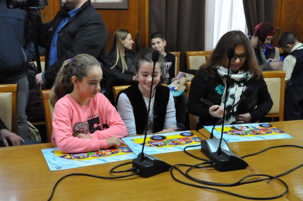 "Winners at the competition for drawing ""My friends from other ethnic group"" were awarded"